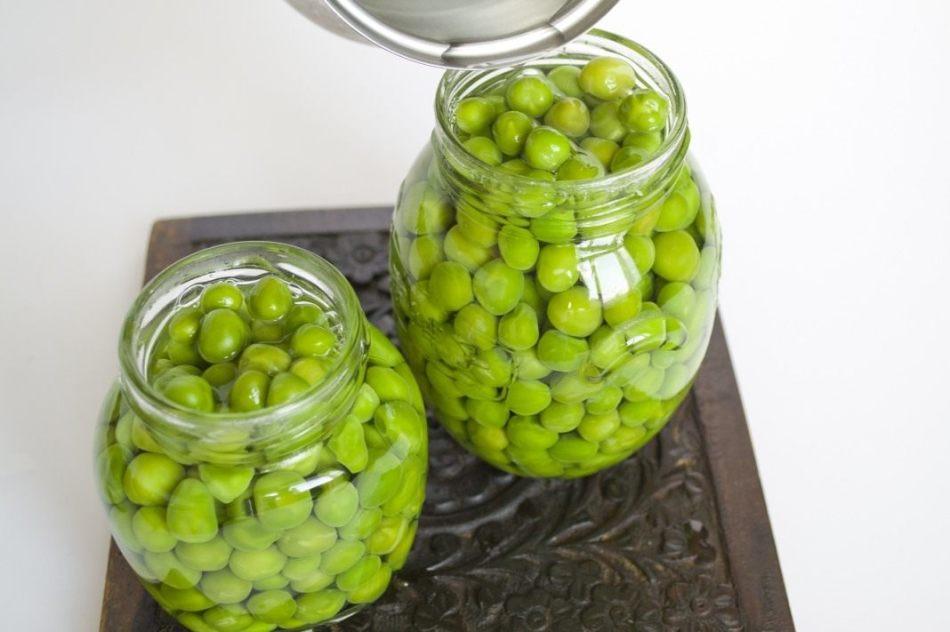 Процесс консервации зеленого горошка