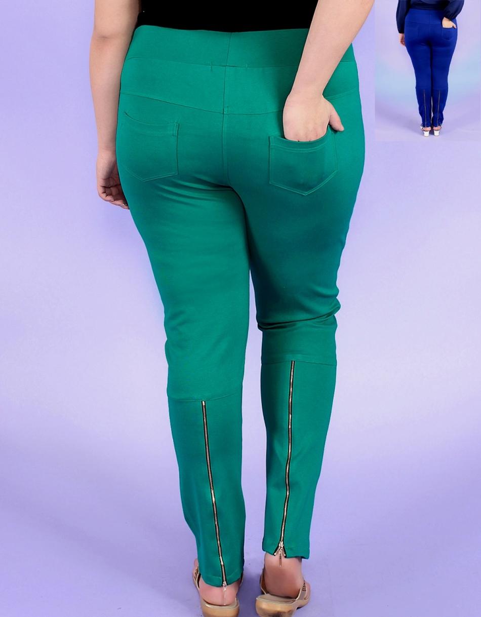 Стрейчевые джинсы нужно растягивать очень осторожно - они могут порваться
