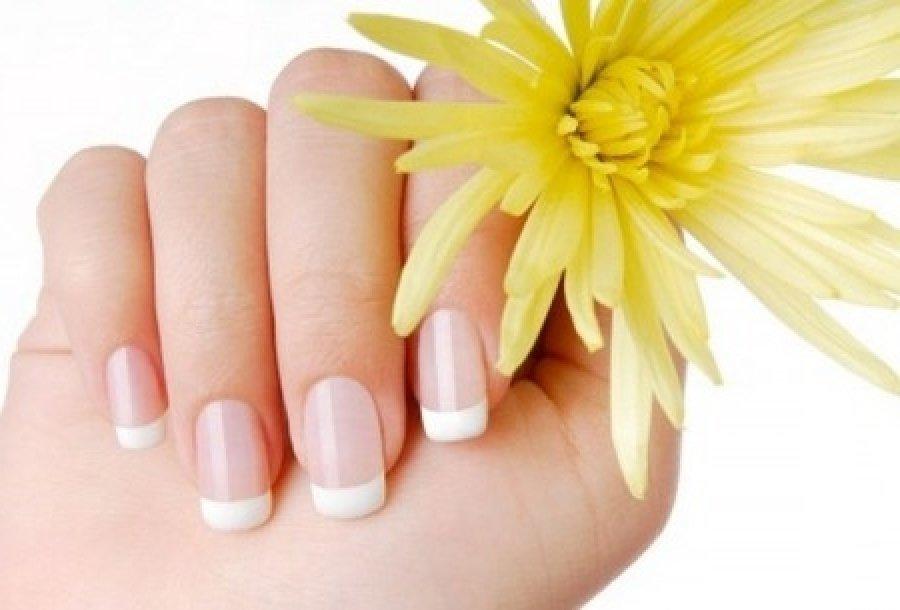 Принимая витаминный комплекс можно отрастить ногти за 2 недели