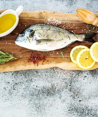 Запекайте рыбу с овощами