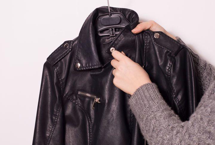 Обработать куртку от потертостей