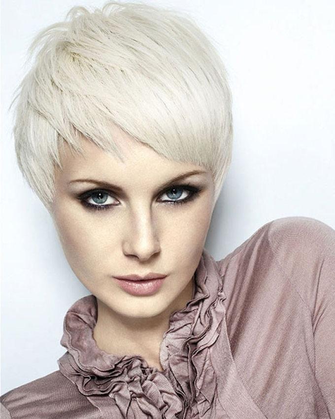 Снежно-белые волосы