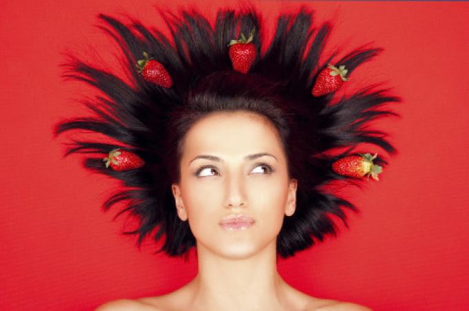 klubnika-pomogaet-uhazhivat-za-volosami Маска из клубники для лица от морщин. Как применять