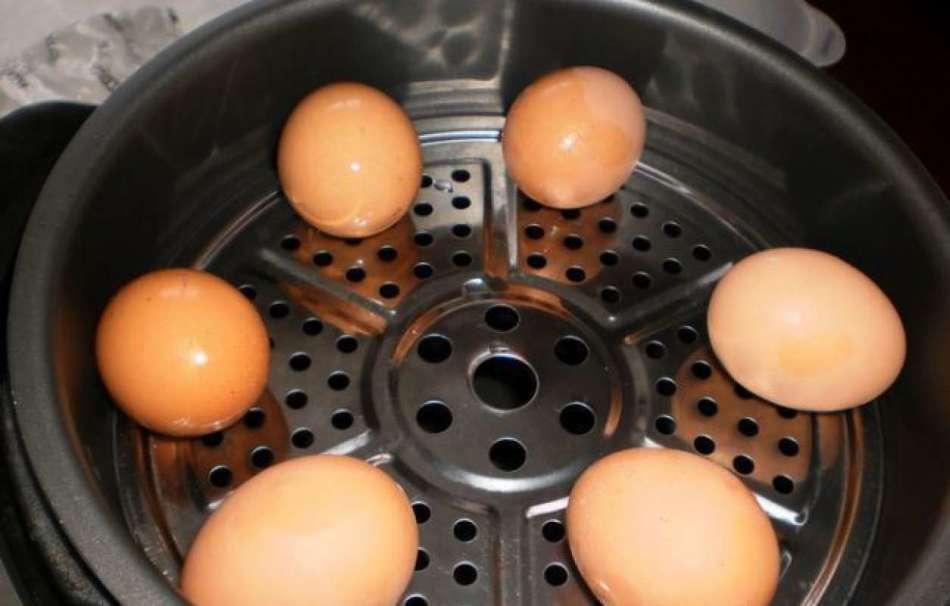 Как сварить яйца всмятку, вкрутую в мультиварке