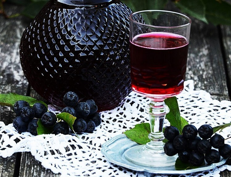 Вино из черноплодки не только вкусное, но и полезное
