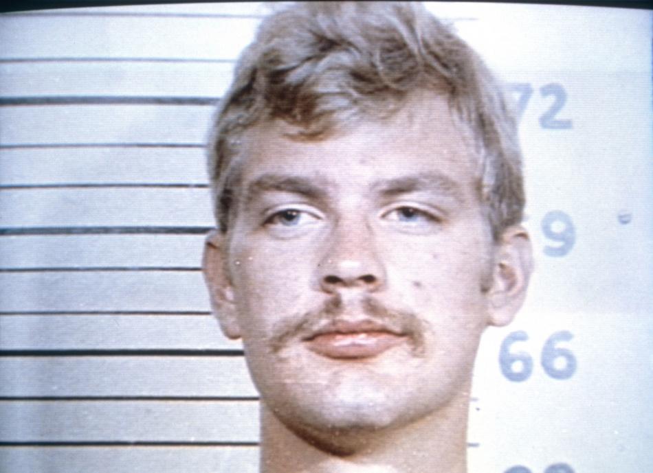 Джеффри лайонел дамер - серийный убийца, нижняя губа которого по физиогномике подходит под признак вспыльчивости