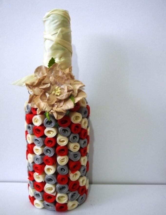 vot-takoi-poluchaetsya-dekupazh-butilki-lentami Декупаж бутылки шампанского: свадебные своими руками, пошаговое фото, технику как сделать, МК как украсить