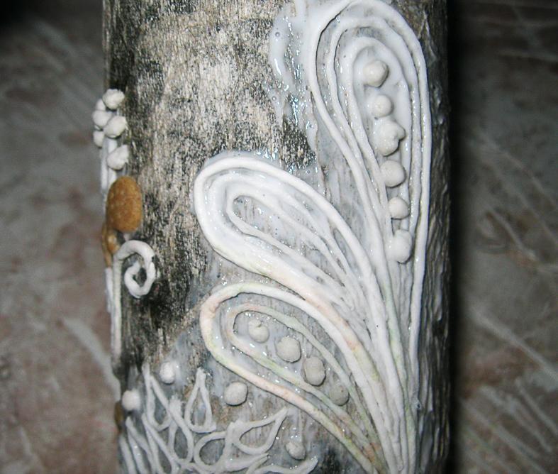 uzori-sozdannie-s-pomoshyu-dekupazha-tualetnoi-bumagoi-i-solyonim-testom Декупаж бутылки шампанского: свадебные своими руками, пошаговое фото, технику как сделать, МК как украсить