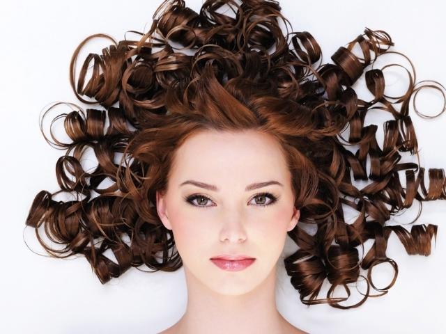 Как сделать кудрявые пышные волосы фото 31