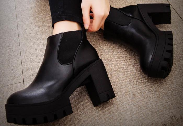a67dc85b7 Топ-7 модных женских обувных новинок на каблуке в 2019-2020 году: 140 фото.  Какая женская обувь на каблуке самая модная в 2019-2020 году: обзор модных  ...