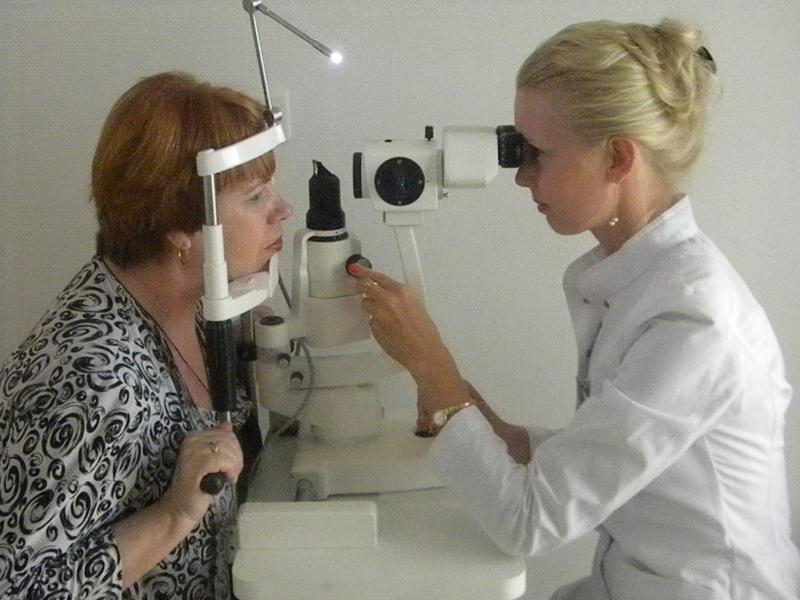 Назначить лечение при покраснении глаз может только офтальмолог