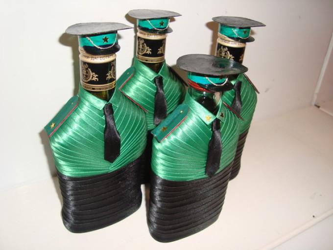 c986a7b7428fc368636d3e971363282e Декупаж бутылок своими руками: свадебных, на день Рождения, Новый год. Как сделать декупаж свадебных бутылок шампанского и бокалов?