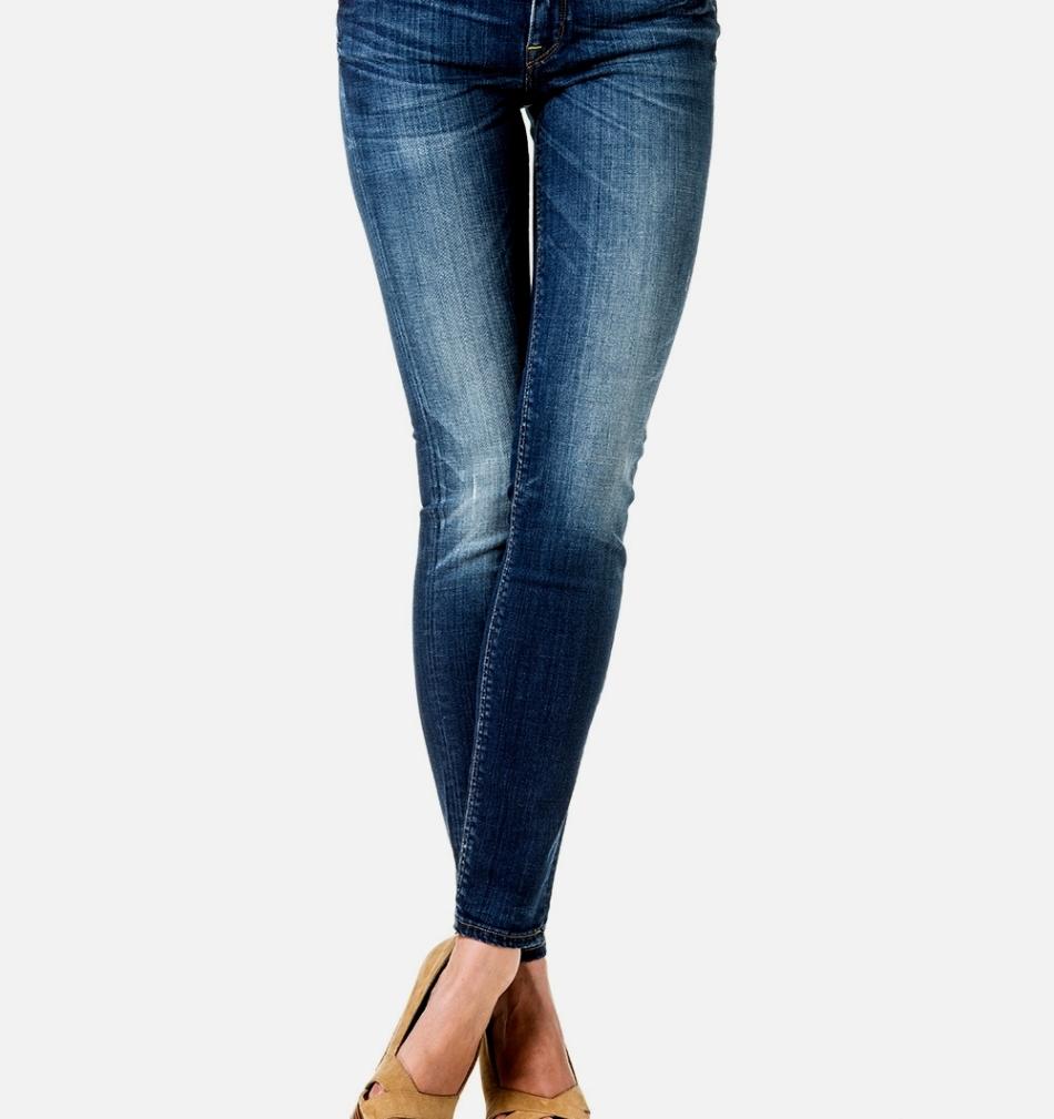 Нижнюю часть джинсов также можно растянуть