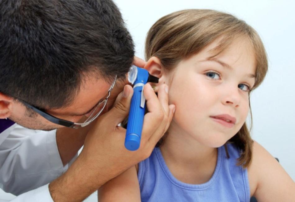 Гнойный отит - одно из вероятных последствий слабость, бледность кожи и понижение давления - признаки кровотечения после тонзиллэктомии