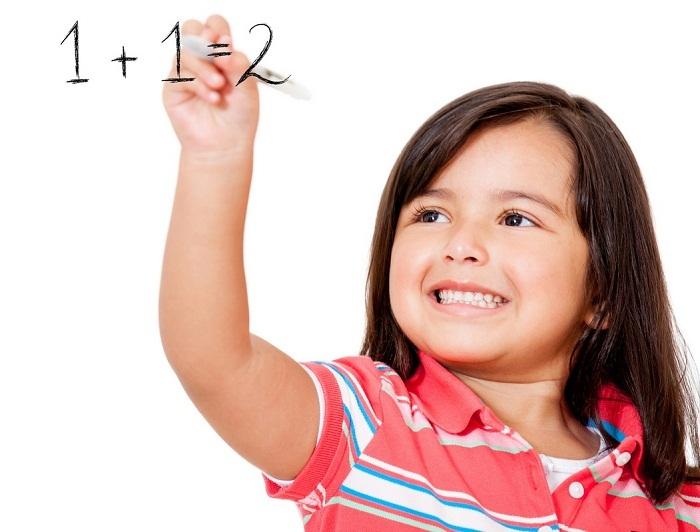 Тренируйтесь писать цифры сначала в воздухе