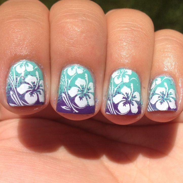 Летний маникюр на маленькие ногти - градиент с цветами