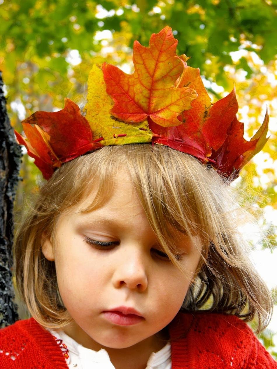 ce10135100ab89fba1a2965803b030d6 Цветы и розы из кленовых листьев своими руками пошагово. Осенние поделки из кленовых листьев – букеты с розами и цветами: мастер класс