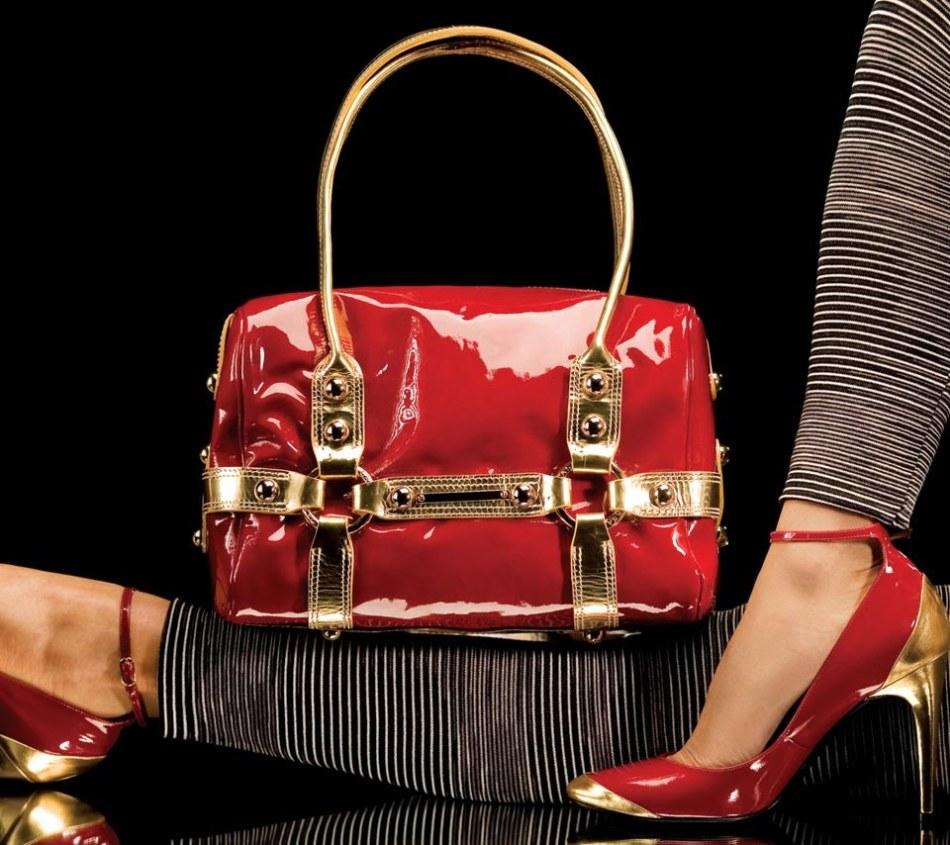 Обновить лаковую сумку