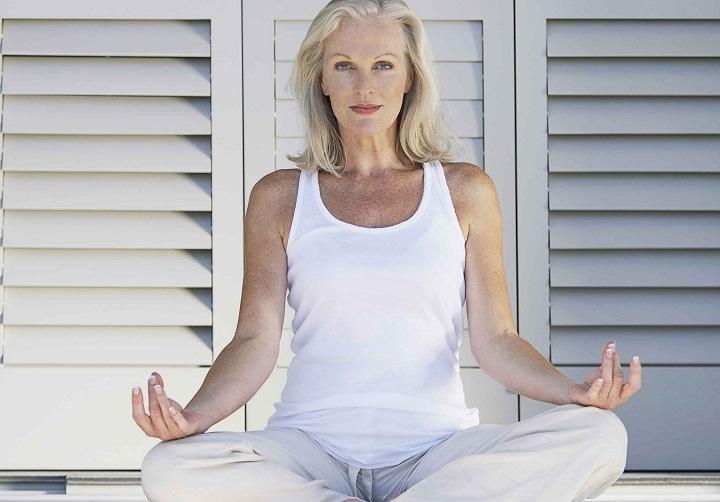 Отлично помогает йога или медитация