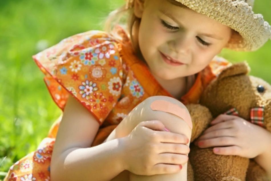 Промывание раны и оказание первой медицинской помощи ребенку
