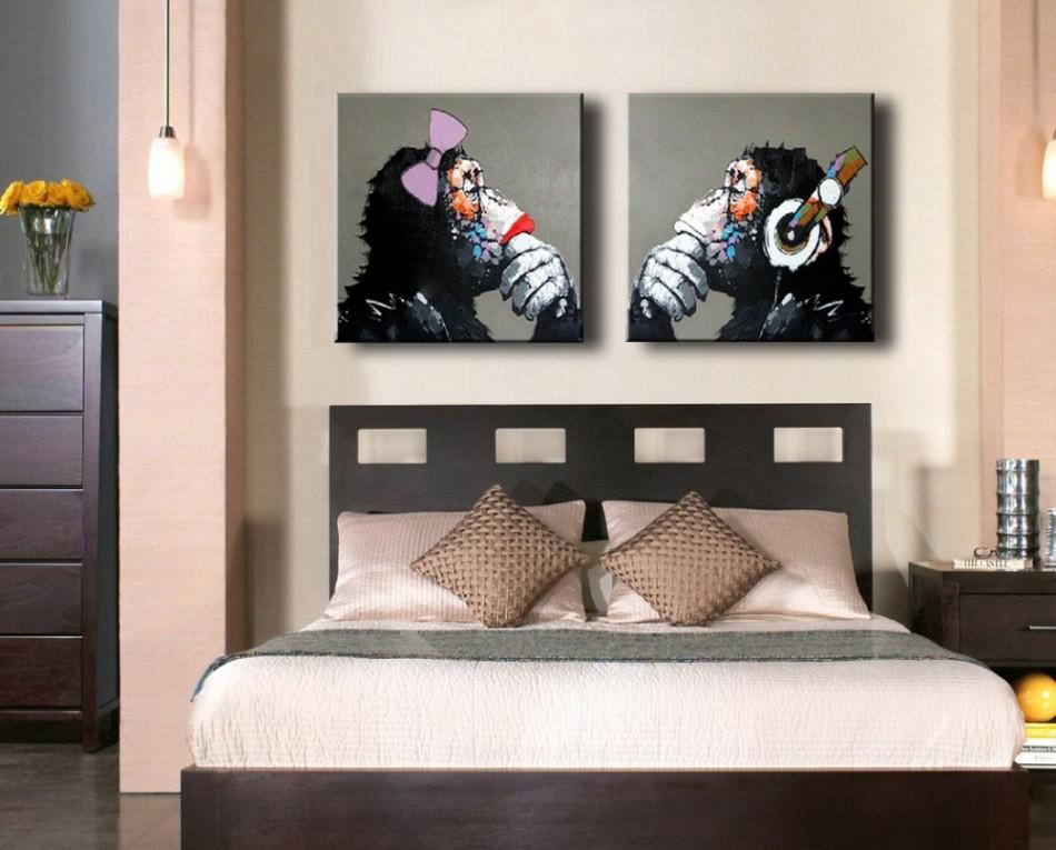 Постеры картины в спальне