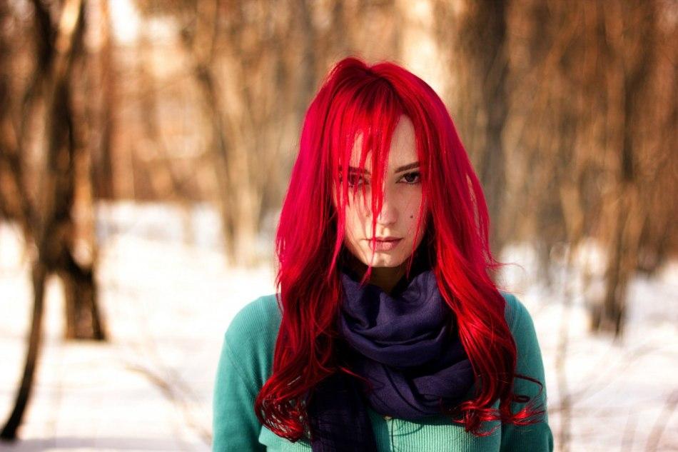 Яркий красный цвет волос