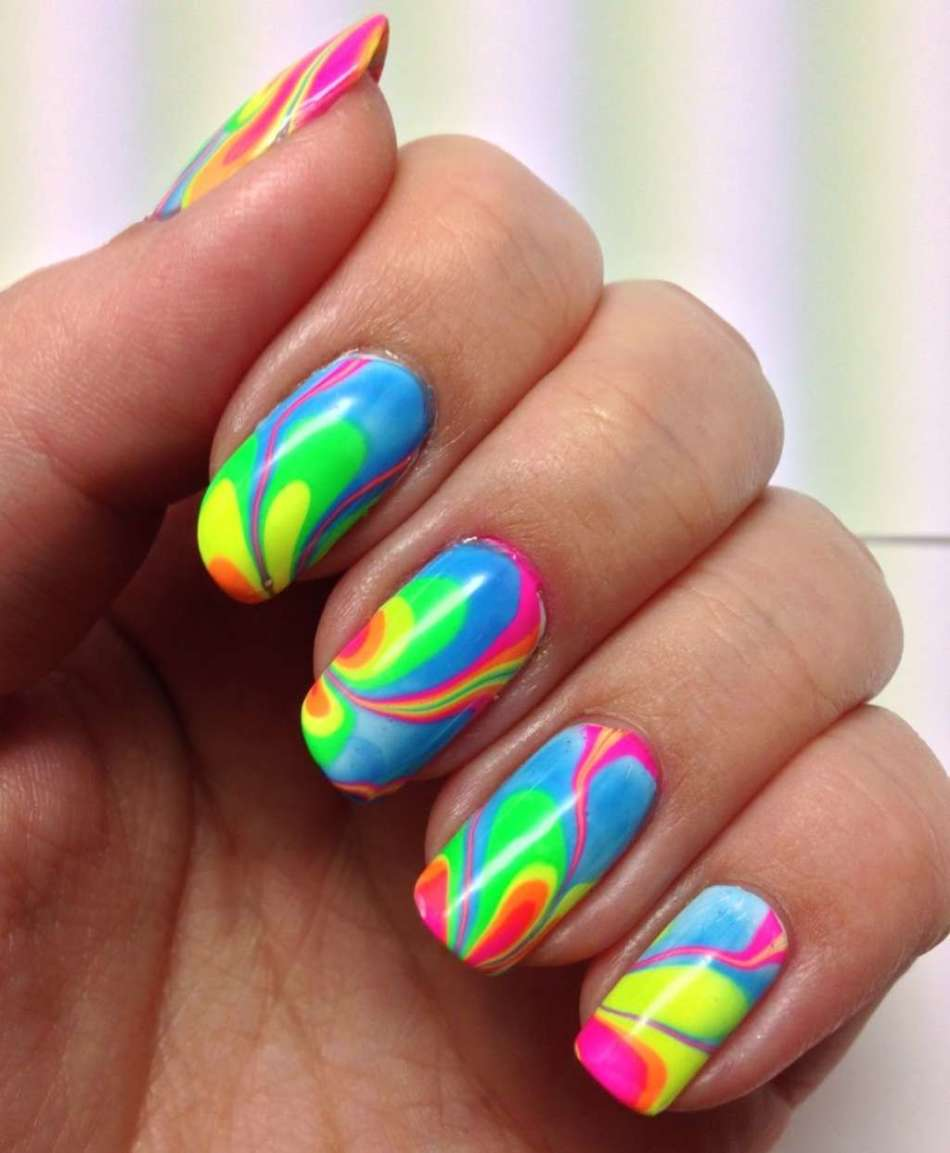 Яркие летние рисунки на ногтях - радуга