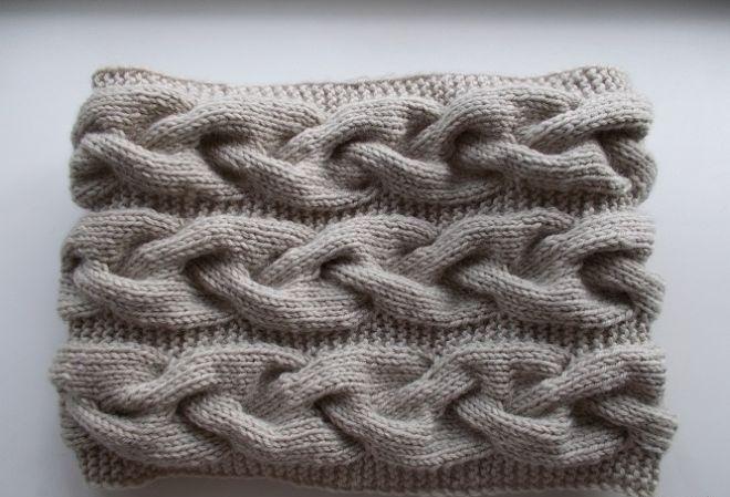 snud-spicami-kosa-s-tenyu Снуд спицами для женщин: схемы вязания, новинки, узоры, размеры. Как связать красивый шарф снуд хомут, капюшон, трубу, с косами, ажурный спицами с описанием?