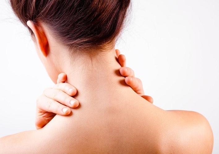 На передней части шеи интенсивность нажатия уменьшаете