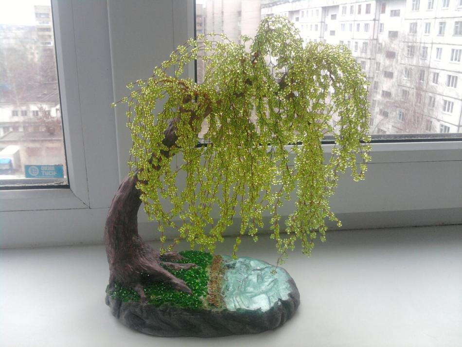 plakuchaya-iva-iz-bisera Золотое дерево из бисера своими руками. Пошагово