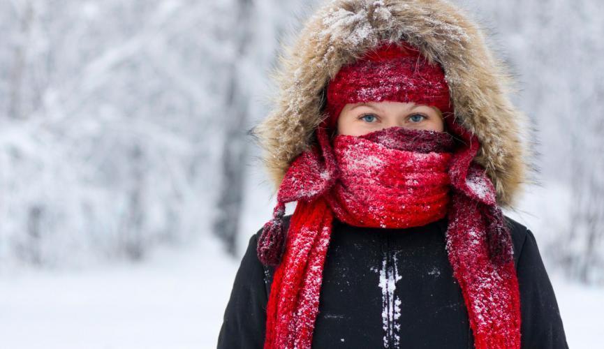 Заработать обморожение можно и при плюсовой температуре, если на улице сырость и ветер.