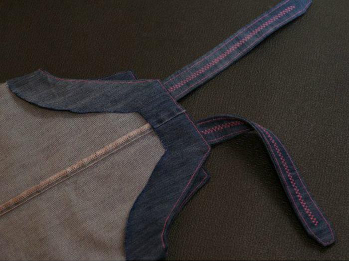 d392e58931ef67132310e5a4b03e8de2 Что можно сделать из старых джинсов? Как сшить юбку, тапки, фартук, жилетку, покрывало, шорты, рюкзак, детский сарафан, сумку из старых джинсов своими руками?