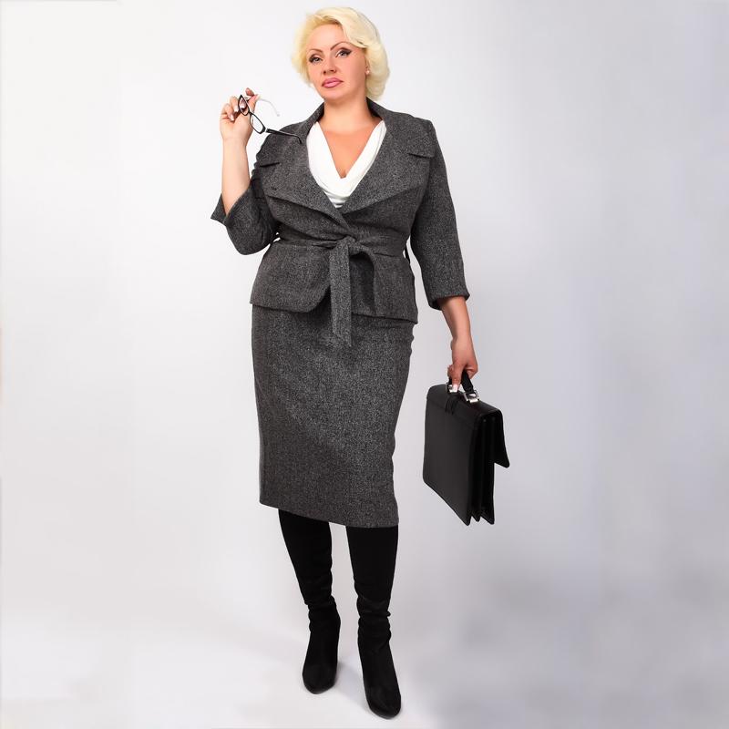 Стильная деловая женщина