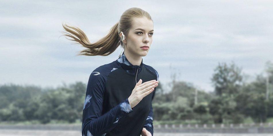 Беспроводные наушники в качестве подарка прекрасно подойдут девушкам, предпочитающим бег