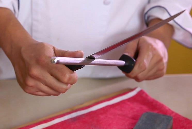 Мусатом легко работать, но только для правки ножа