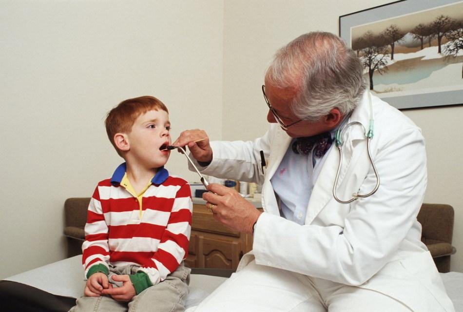 Лечение ангины у детей должно проводиться под строгим врачебным надзором
