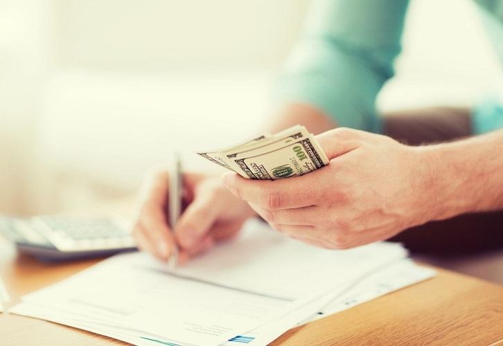 При официальном трудоустройстве можно подать заявление в бухгалтерию
