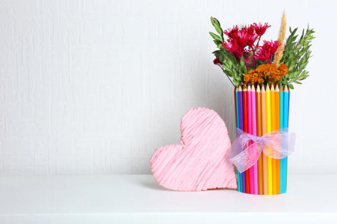 d6a7b3a67fad0501fa46b364aacae4b6 Цветы и розы из кленовых листьев своими руками пошагово. Осенние поделки из кленовых листьев – букеты с розами и цветами: мастер класс