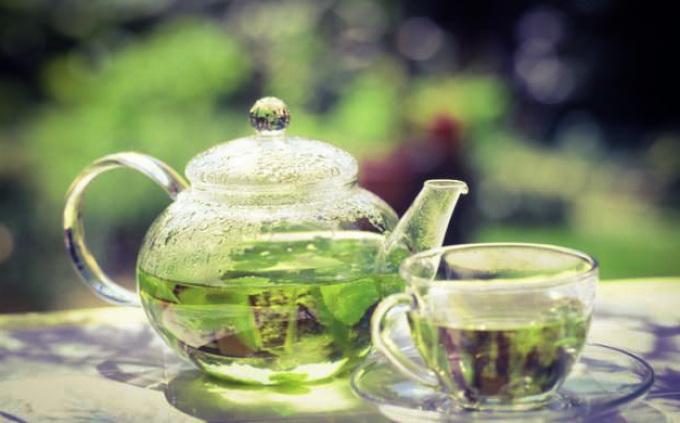 Чаем из листьев брусники при беременности можно лечить простуду.