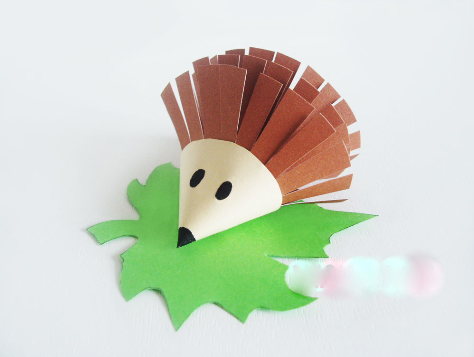 """ezhik-iz-bumagi Аппликация из крупы для детей на тему """"Осень"""": мастер-класс с фото"""