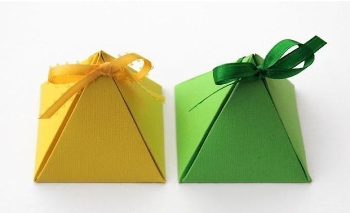 upakovka-piramidka Как упаковать подарок своими руками