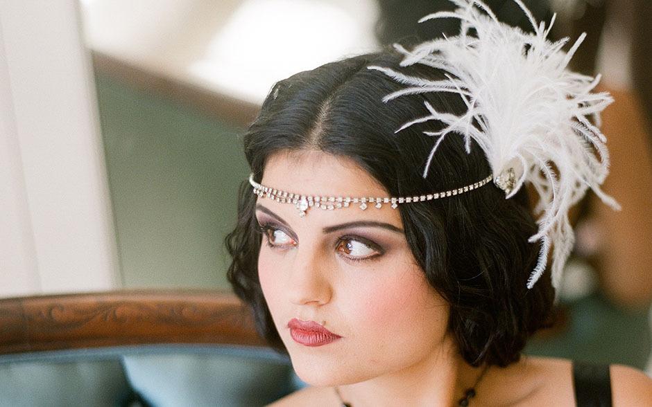 Свадебная причёска с перьями
