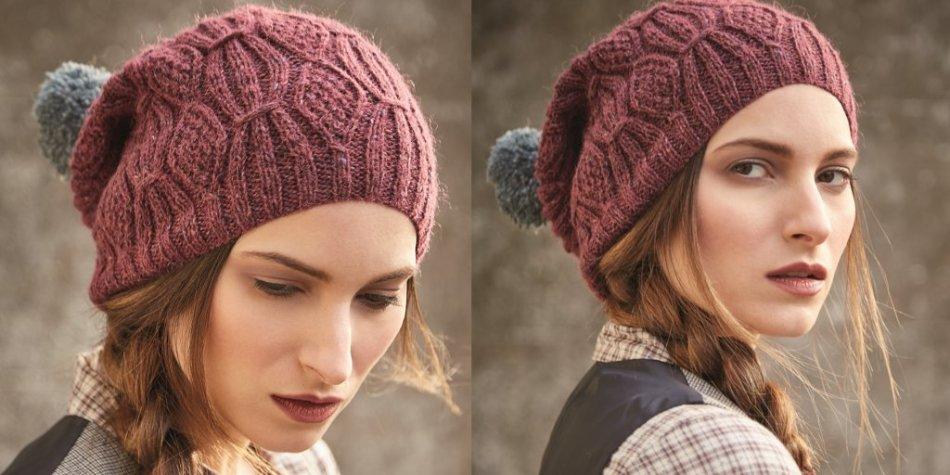 Модная вязаная спицами шапка для девочки-подростка