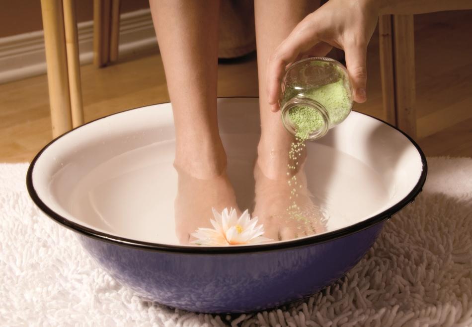 Ванночки для ног - эффективный способ снизить потливость ног