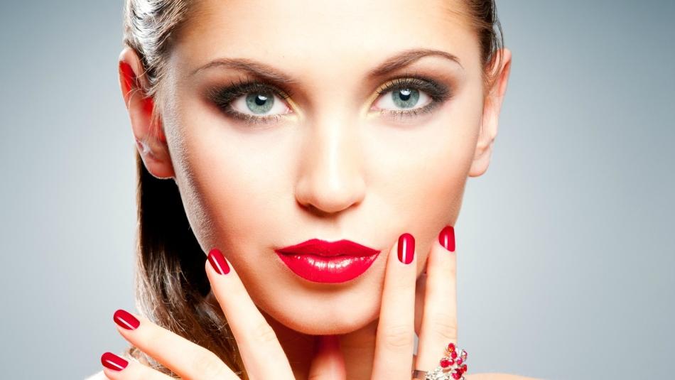Этот макияж для губ делает акцент на вершинах губ