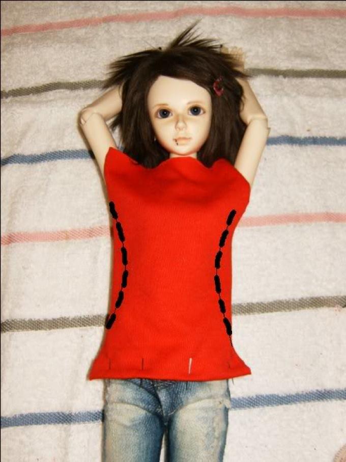 futbolka-dlya-kukli-shag-1 Как сшить одежду для куклы Барби и Монстер Хай своими руками: выкройки, схемы, фото. Как сшить карнавальный костюм для куклы Барби и Монстер Хай своими руками?