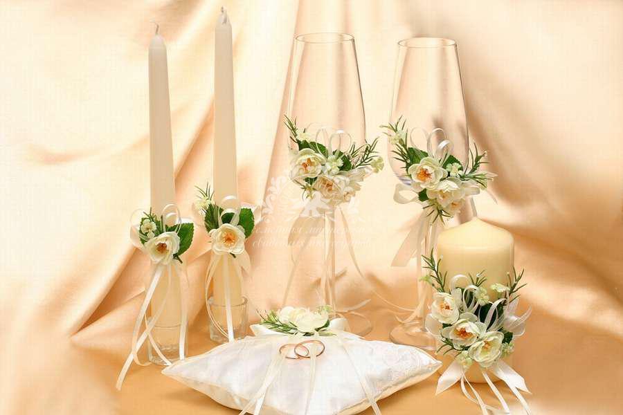 kak-ukrasit-svadebnie-bokali-cvetami-iz-foamirana Как сделать свадебную корзину своими руками?