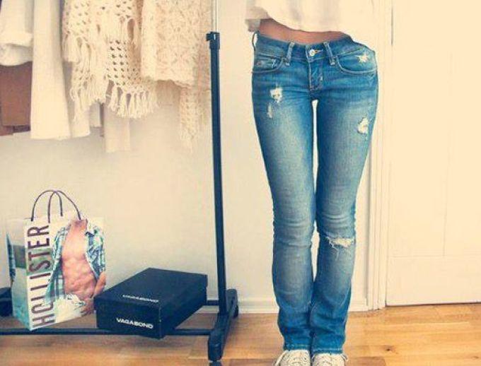 akkuratnie-ne-bolshie-diri-na-zhenskih-dzhinsah Как сделать красивые дырки и эффект потертости на джинсах своими руками: фото и видео уроки как можно красиво порвать джинсы в домашних условиях поэтапно и из обычных джинс сделать модные рваные