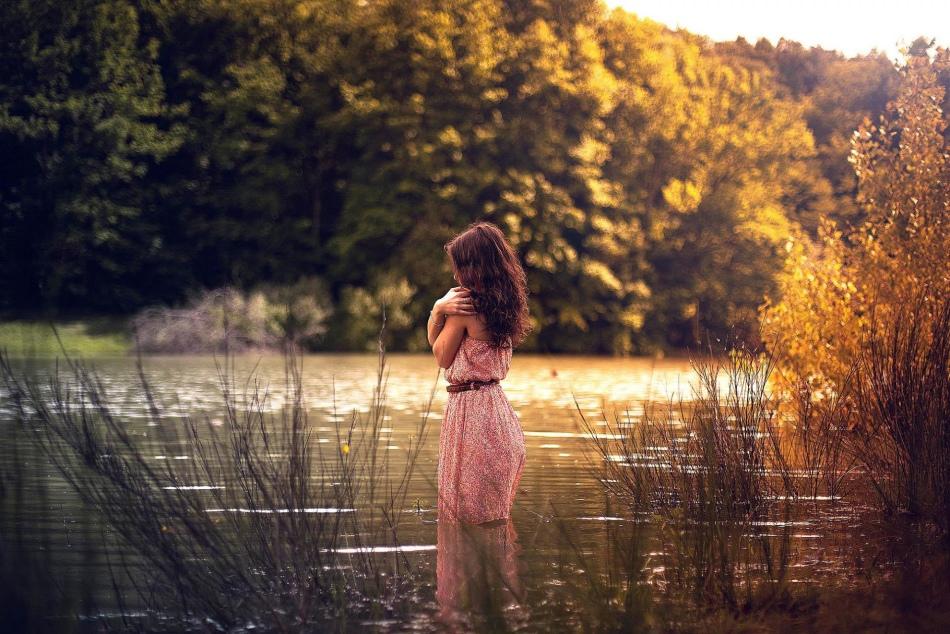 Женщине, которая увидела во сне реку, слкдует задуматься о событиях, происходящих в жизни.