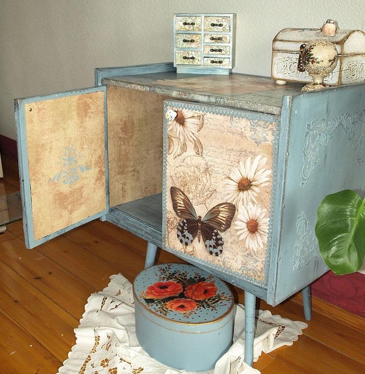 dekupazh-tumbi-v-vintazhnom-stile Декупаж мебели фото до и после.Техника декупажа мастер класс. Декупаж мебели для начинающих, пошагово, салфетками, тканью, обоями, красками, в стиле прованс. Все для декупажа с Алиэкспресс